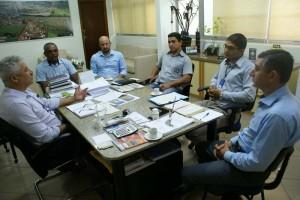 Foto: Dilermano Alves Prefeito Mário Valério discute Plano de Ação Municipal do Sebrae para o ano de 2017, em Caarapó